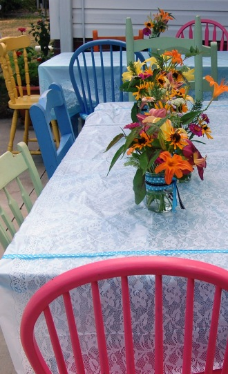 The charm of these colorful chairs finished off the country appeal.